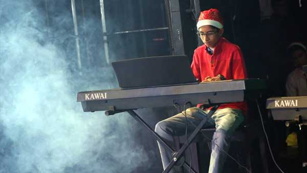 Keyboard performance by student of lorraine music academy