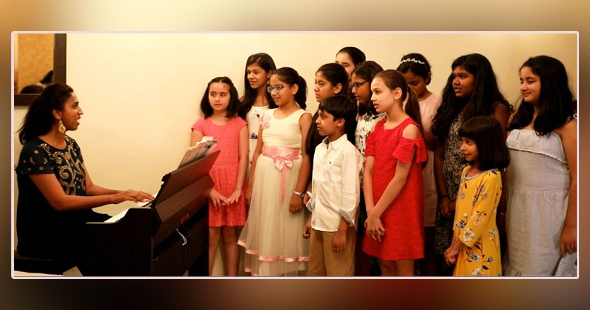 Kids singing with piano